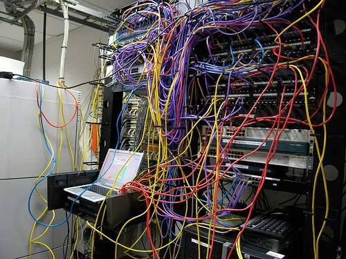Cabeamento de rede bagunçado