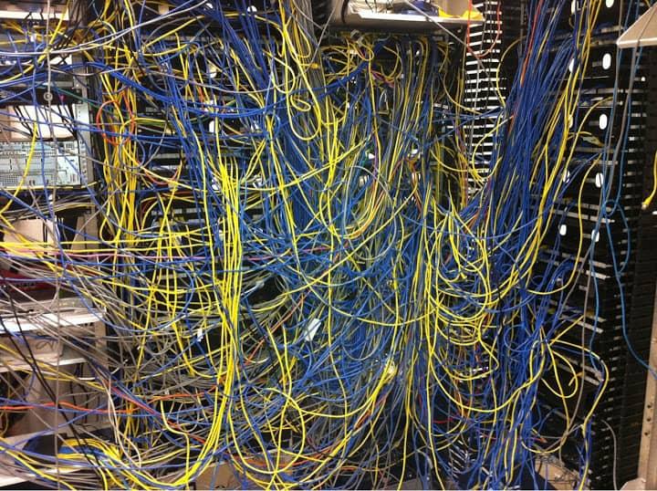 Rack Datacenter Bagunçado